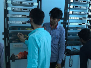 Networking-Students-at-Lab